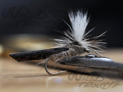 Hares Ear Parachute T-Wing Caddis